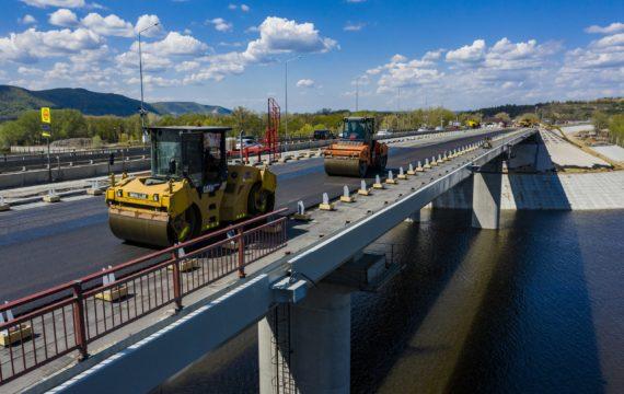 асфальтирование дорог на мостах фото