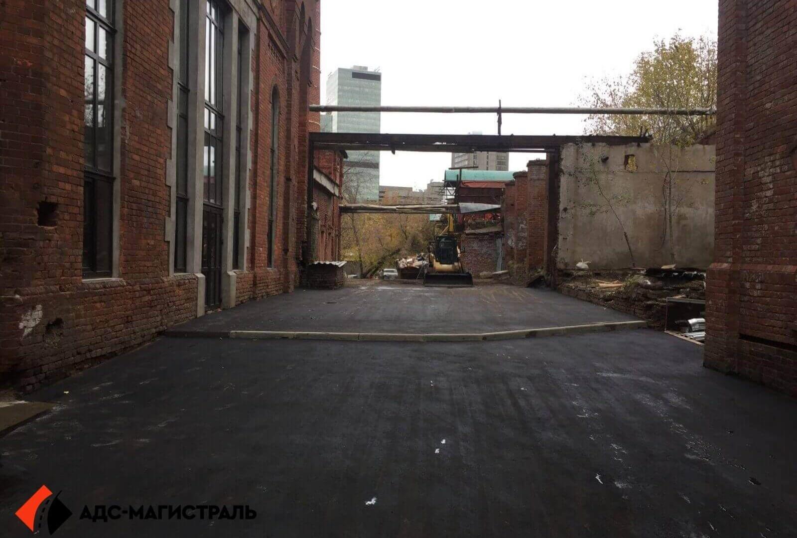 Укладка асфальта на территории завода фото 7