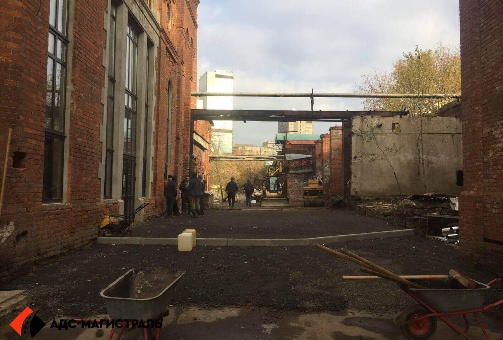 Укладка асфальта на территории завода фото 4